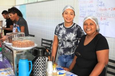 As mães Cacilda e Edivânia participaram do Forint incentivadas pelas filhass