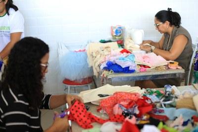 """No projeto """"A arte de empreender"""" foi feita a reutilização de retalhos doados por costureiras"""